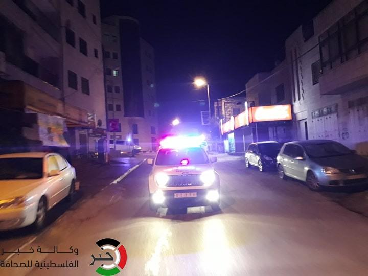 """شاهد: عدسة """"خبر"""" ترصد جولة الأجهزة الأمنية لفرض حظر التجول في شوارع رام الله"""