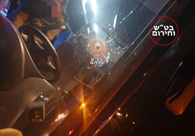 الاحتلال يزعم إطلاق نار على حافلة إسرائيلية في الضفة الغربية