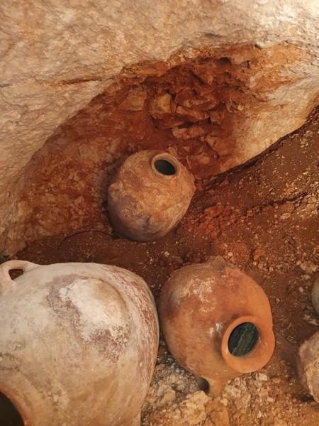 شاهد: اكتشاف مقبرة أثرية تعود للعصر البرونزي في بيت لحم - وكالة ...
