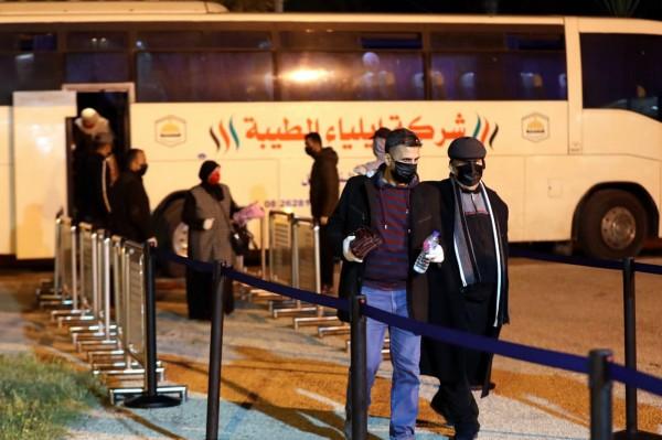 شاهد: وصول العالقين في الجانب المصري إلى قطاع غزّة عبر معبر رفح