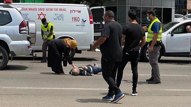 إصابة حارس أمن إسرائيلي طعنًا بالسكين في تل أبيب