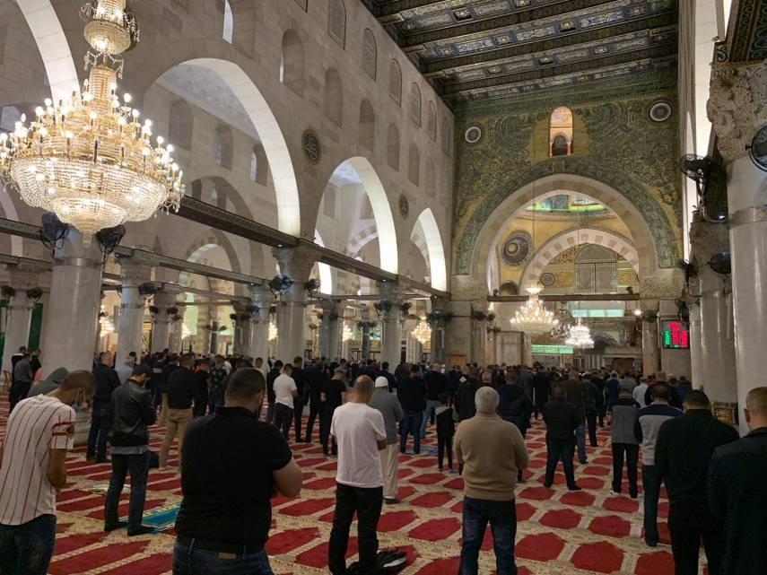 """مواطنون بحتشدون لتلبية """"نداء الفجر العظيم"""" في مساجد الضفة والقدس"""