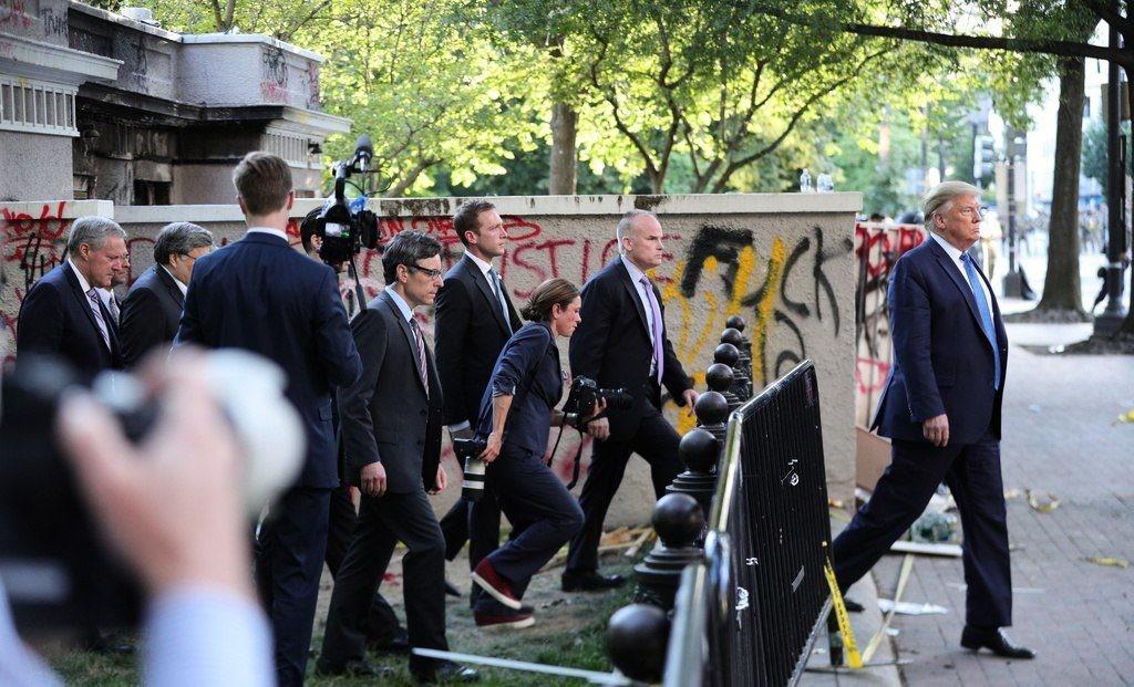 شاهد: ترامب غاضب بسبب الكشف عن اختبائه في قبو محصن