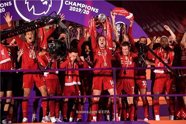 بالصور : ليفربول يرفع كأس البريميرليج للمرة الأولى