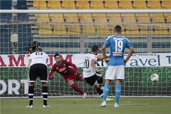 بالصور.. نابولي يسقط أمام بارما في مباراة ركلات الجزاء