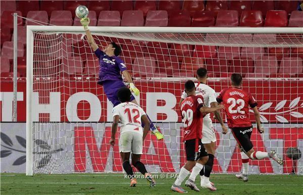 بالصور: إشبيلية يلامس دوري الأبطال بانتصار صعب على مايوركا
