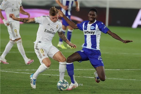 بالصور: ثنائية استثنائية تضع قدم ريال مدريد الأولى على منصة التتويج