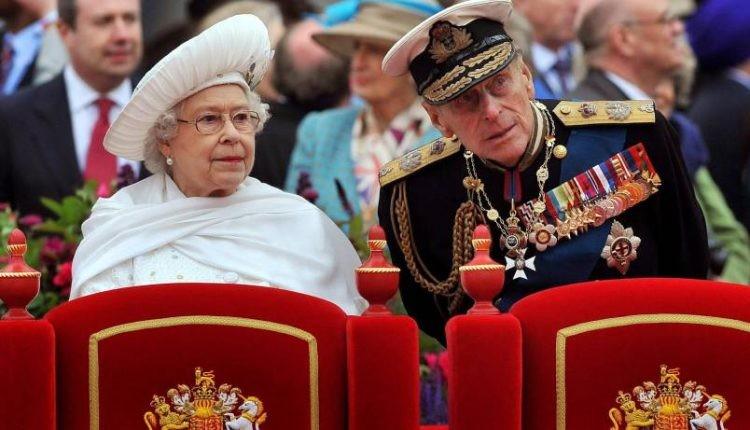 """بالصور: بعد 67 عاما الأمير """"فيليب"""" يسلم """"منصبه العسكري"""""""