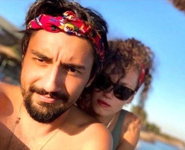 """بالصور: هل تعيش الممثلة التركية """"توبا بويوكستون"""" علاقة حب مع صديق زوجها السابق؟"""