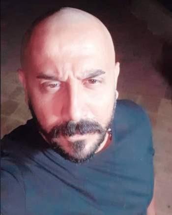 """شاهدوا: الممثل السوري """"قصي خولي"""" بـ لوك جديد .. تخلّى عن شعره بالكامل!"""