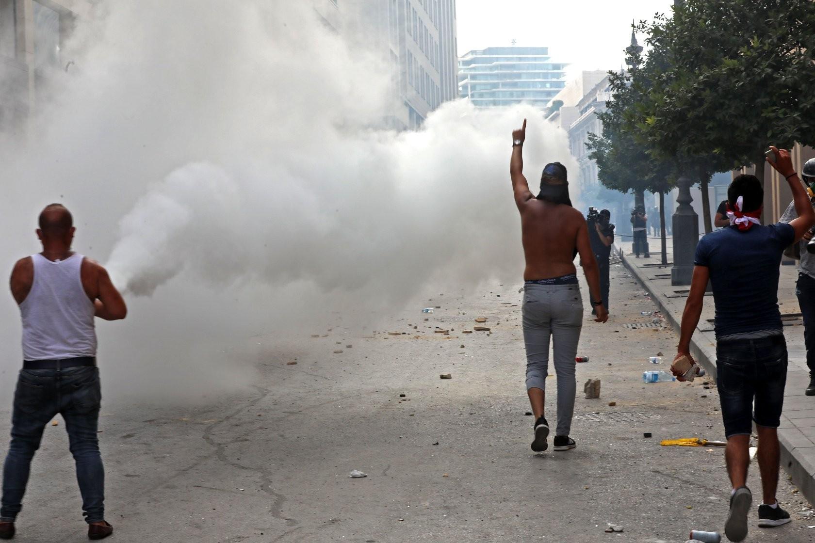 لبنان: تظاهرات واستقالات نواب والجيش يصدر بيانًا