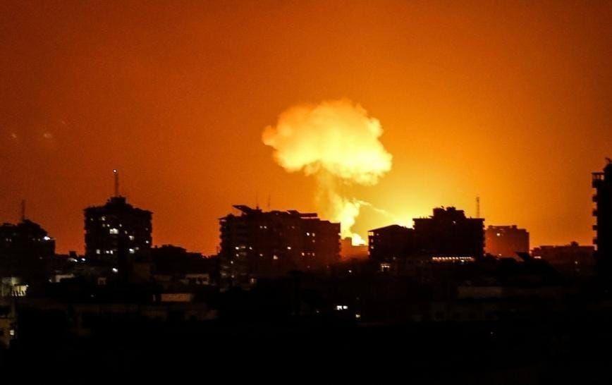 شاهد: طائرات الاحتلال تستهدف موقعًا عسكريًا شرق مدينة غزة
