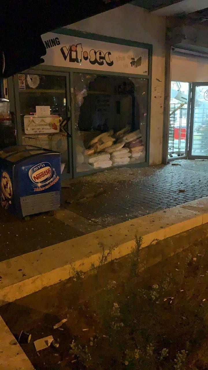 إصابات عقب سقوط صواريخ على مركز تجاري في أسدود