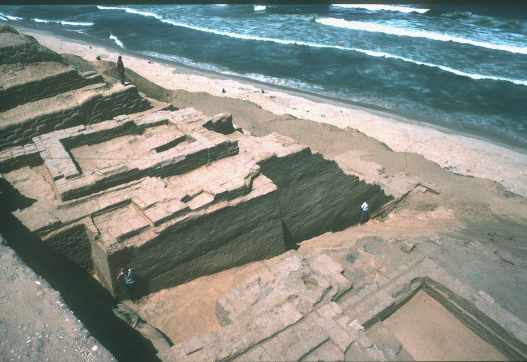 """شاهد بالفيديو والوثائق: تحقيق استقصائي """"ميناء الميعاد الغزّي تحت التراب"""""""