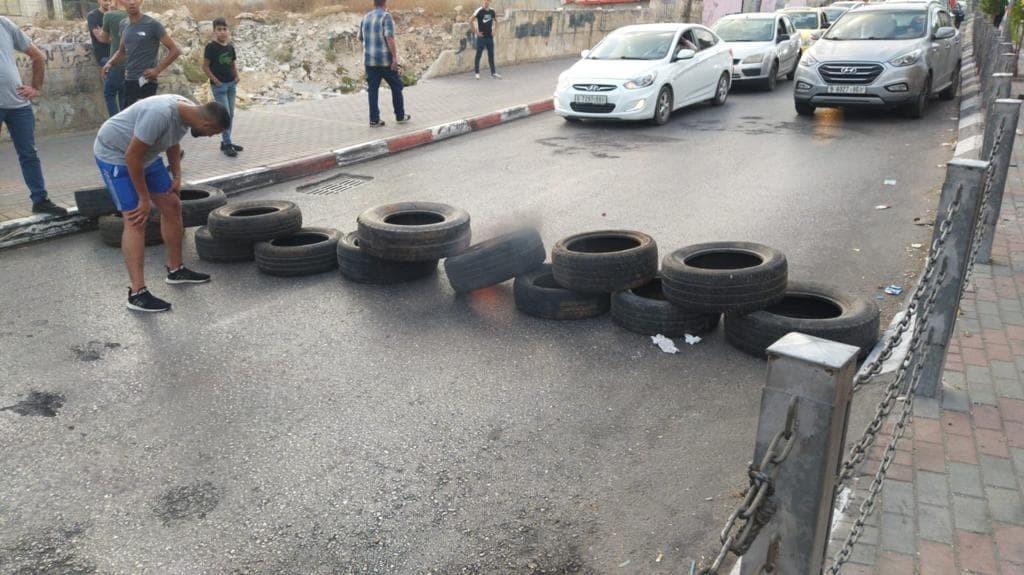 شاهد: مواجهات عنيفة بين الشبان والأجهزة الأمنية في مخيم الأمعري برام الله