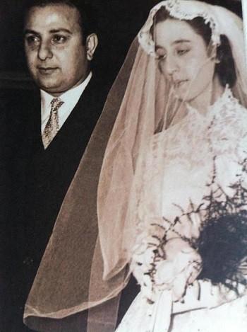 شاهدوا: صور نادرة من زفاف السيدة فيروز وعاصي الرحباني .. بدت كالأميرة !