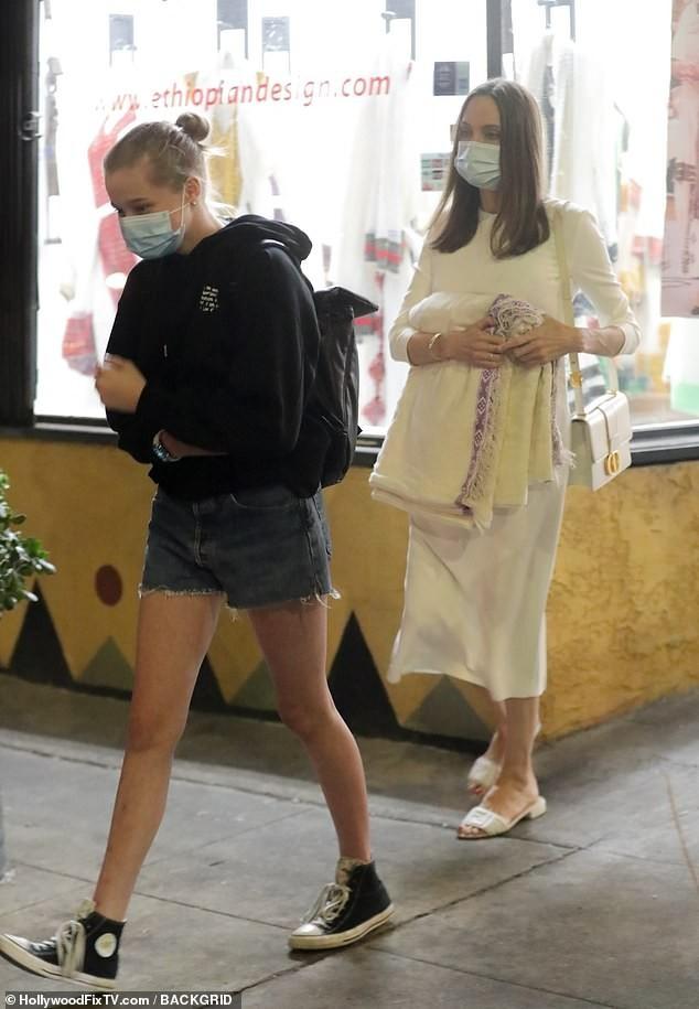 79531-أنجلينا-جولى--مع-ابنتها.jpg