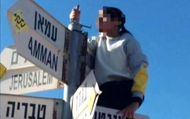 """الإعلام العبري ينشر صورًا للفتاة """"الإسرائيلية"""" التي عبرت الحدود إلى سوريا"""