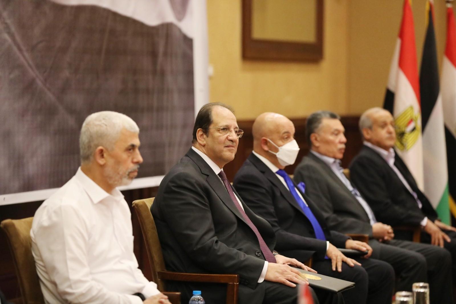 شاهد.. بدء لقاء الفصائل الفلسطينية مع وزير المخابرات المصري في قطاع غزة
