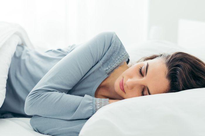 """شاهدى   اليكِ """"حواء""""  حيل قبل النوم للحفاظ على """"شعر صحي"""" وجميل"""