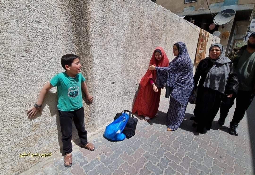 شاهد: 3 شهداء وعدة إصابات باستهداف شقة سكنية في أحد أبراج مدينة غزة
