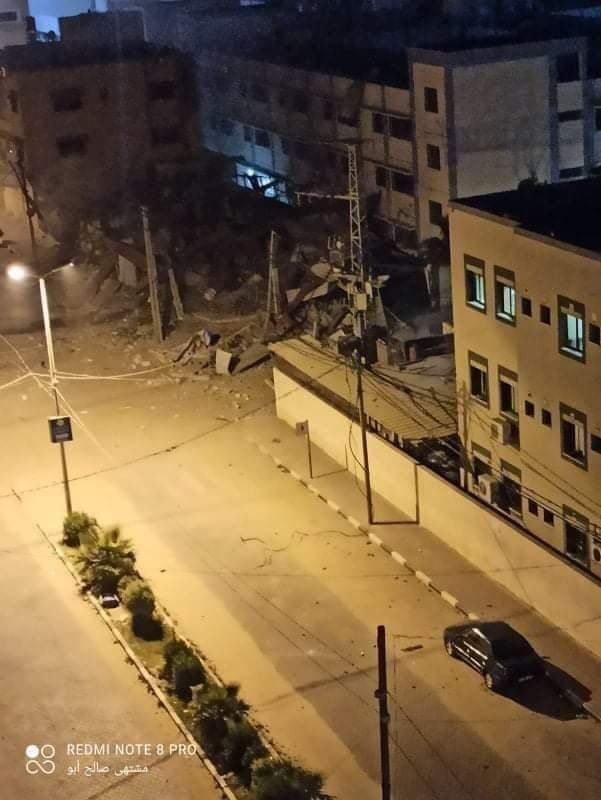 شاهد: آثار قصف طائرات الاحتلال مبنى في تل الهوا بغزّة