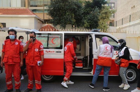 """بالصور: """"وقفة عز"""" يتبرع بسيارتي إسعاف لمستشفى الهمشري جنوب لبنان"""