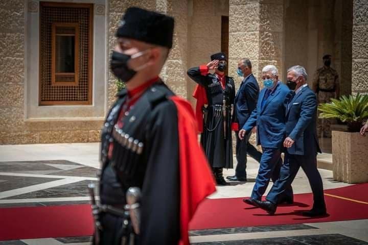 الرئيس عباس يعقد اجتماعًا منفردًا مع العاهل الأردني لبحث آخر التطورات السياسية