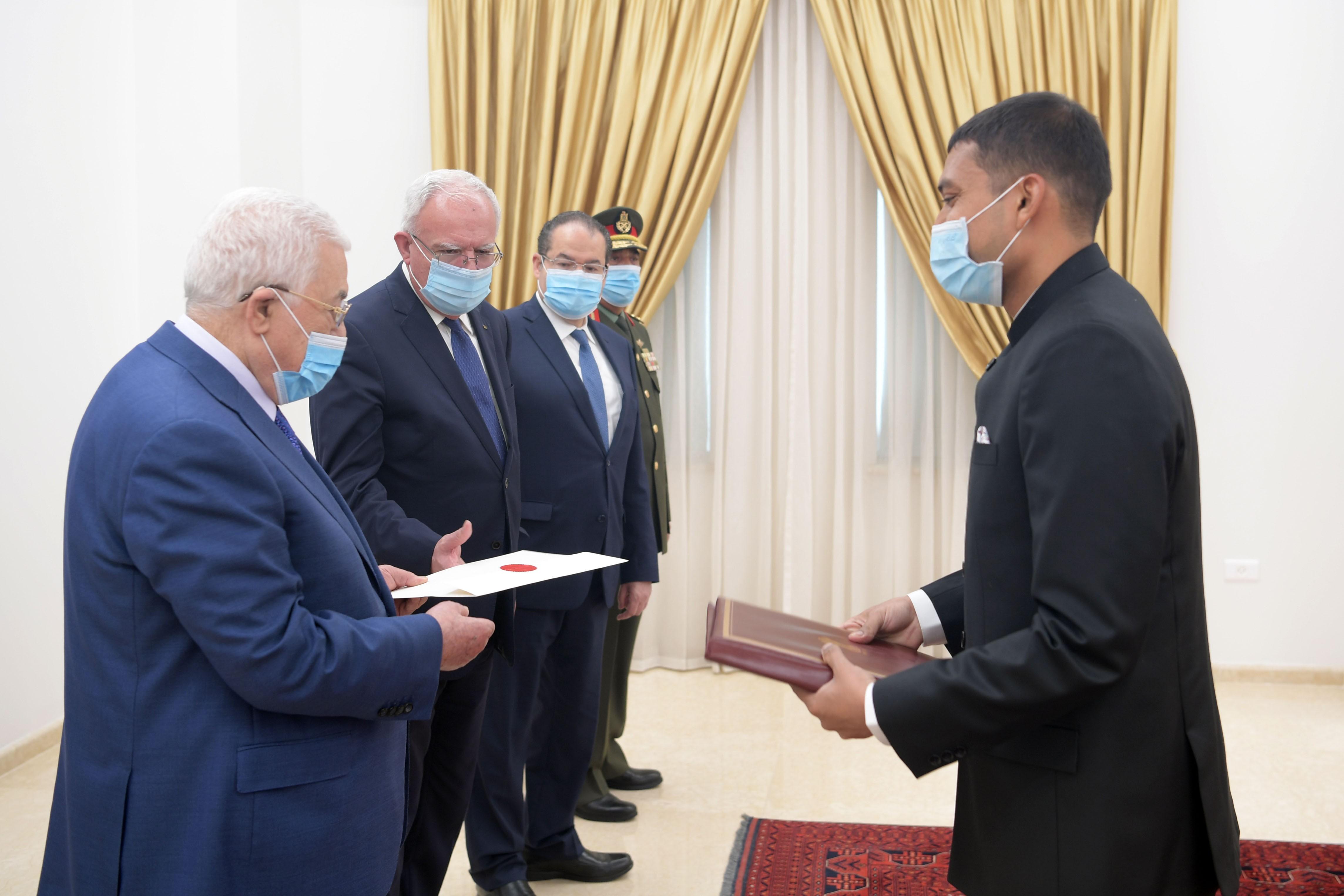 بالصور: الرئيس يتقبّل أوراق اعتماد ممثلي البرازيل والهند لدى فلسطين