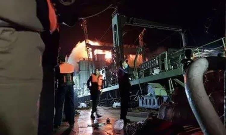 غرق سفينة إيرانية عملاقة إثر تعرضها للحريق