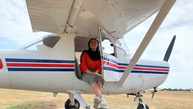 شاهدوا   أول لاجئة سورية تحقق حلمها وتصبح قبطان طائرة