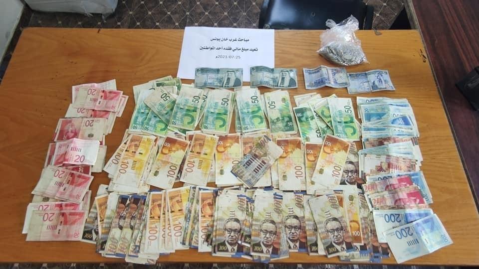 مباحث خانيونس تُعيد مبلغًا ماليًا وأوراقًا ثبوتية فقدها أحد المواطنين