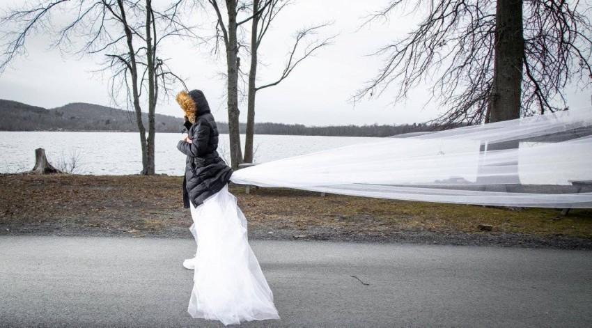 127361-أمريكية-تركض-بفستان-الزفاف-(1).jpg