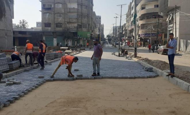 بلدية غزة تبدأ بإجراء صيانة مؤقتة للشوارع الرئيسية المتضررة من العدوان الأخير