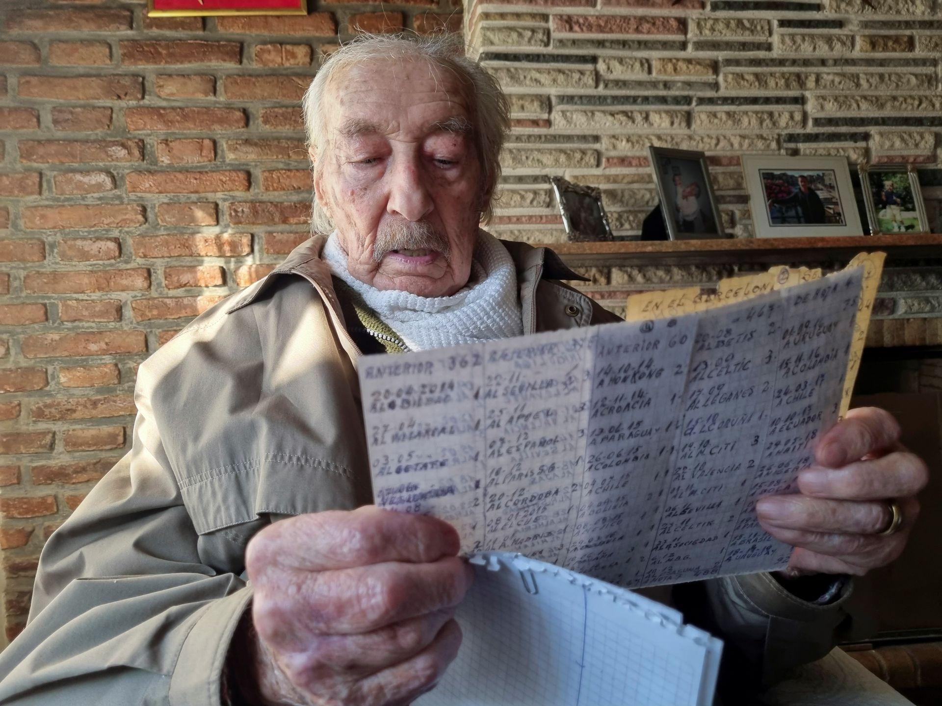 361448-مشجع-أرجنتينى-يسجل-أهداف-ميسى-بخط-اليد-(4).jpg