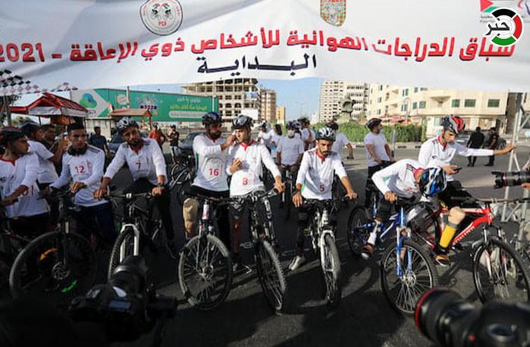 """سباق """"دراجات هوائية"""" بين الأشخاص ذوي الإعاقة بغزّة"""