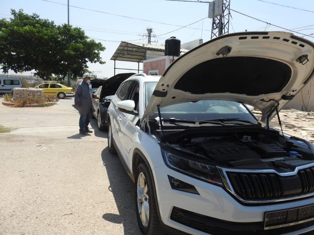 """بالصور: إدخال 108 مركبات مستوردة و14 شاحنة إلى غزة عبر حاجز """"إيرز"""""""