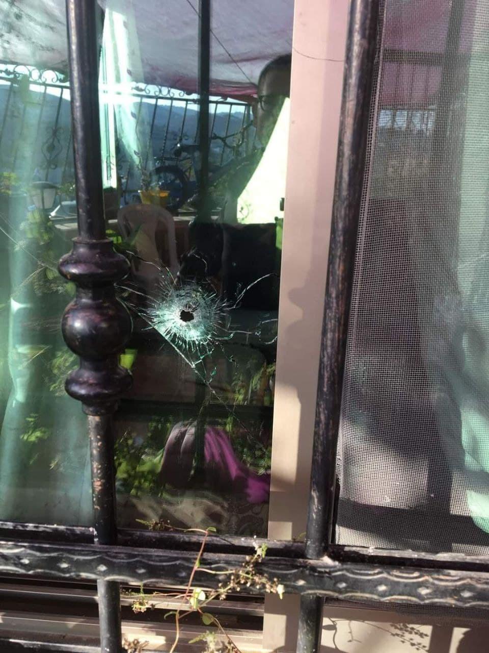 مسلحون يطلقون النار صوب منزل ضابط متهم بقتل نزار بنات في دورا