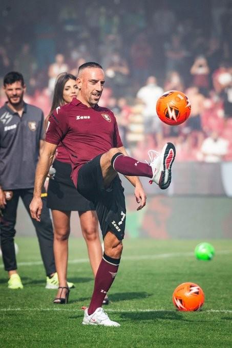 بالصور : ريبيري ينتقل من فيورنتينا إلى ناديه التاسع في مسيرته