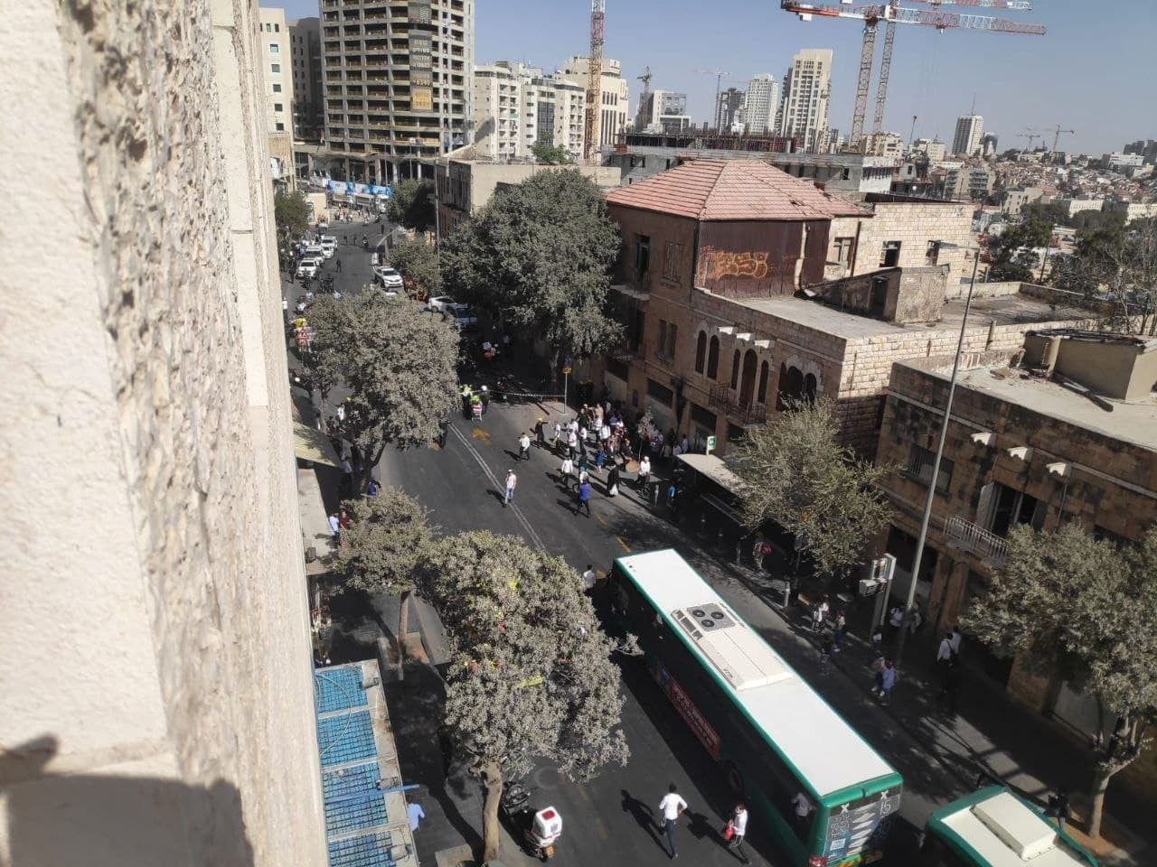 شاهد محدث.. الاحتلال يزعم وقوع 5 إصابات بعملية طعن في القدس