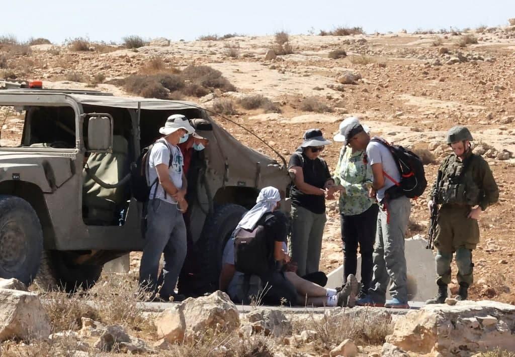 إصابات واعتقالات خلال قمع وقفة مناهضة الاستيطان جنوب الخليل