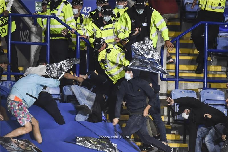 بالصور: اشتباكات عنيفة بين جماهير ليستر ونابولي