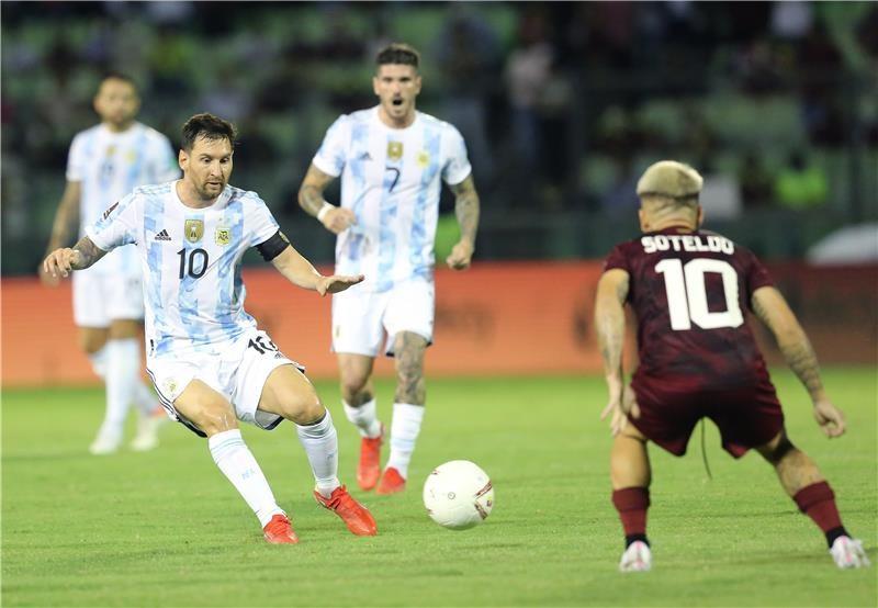 بالصور: الأرجنتين تضرب فنزويلا بثلاثية