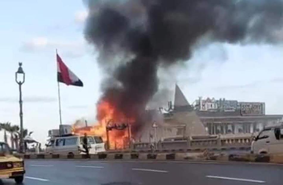 اندلاع حريق ضخم في 4 مطاعم على كورنيش الإسكندرية