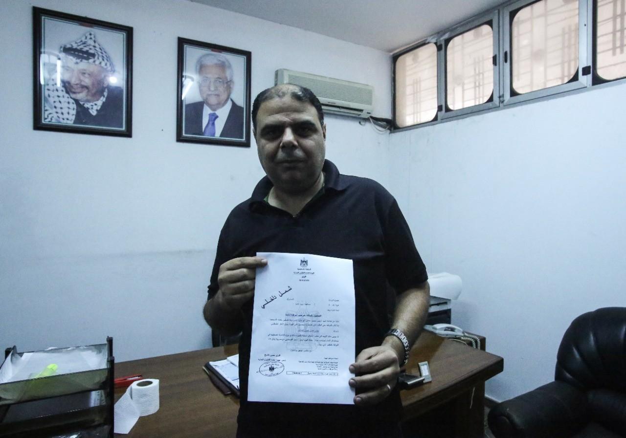 """عشرات المواطنين بغزة يتوافدون إلى مكتب الشؤون المدنية لاستلام طلبات """"لم الشمل"""""""