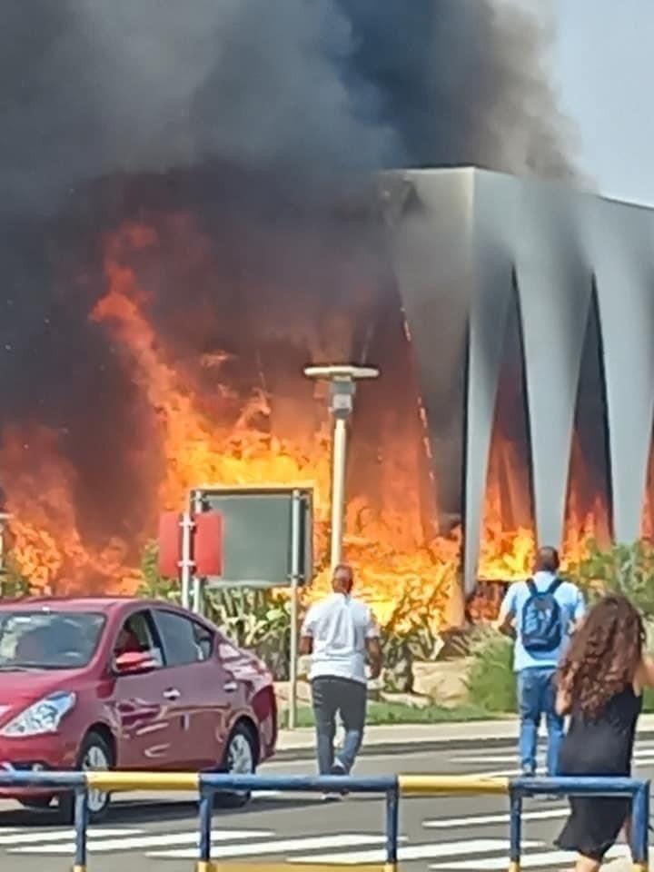 حريق ضخم في موقع افتتاح مهرجان الجونة السينمائي بمصر