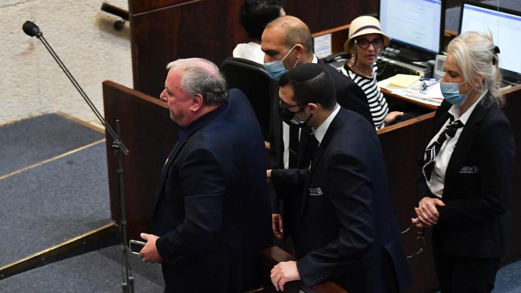 """""""الكنيست"""" يشهد تراشقات حادة بين نتنياهو وبينيت"""